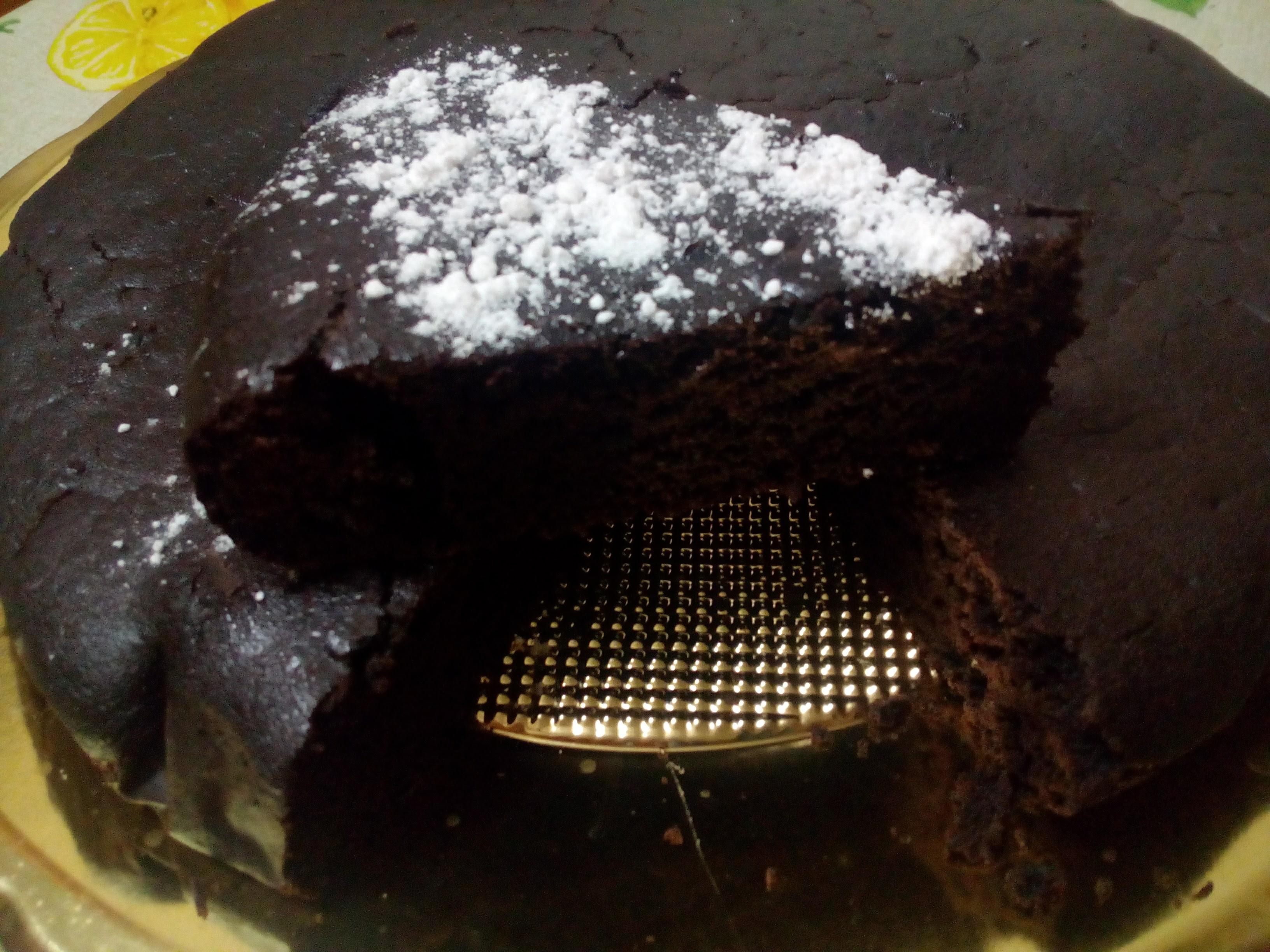torta al cioccolato senza latte , senza burro e senza uova